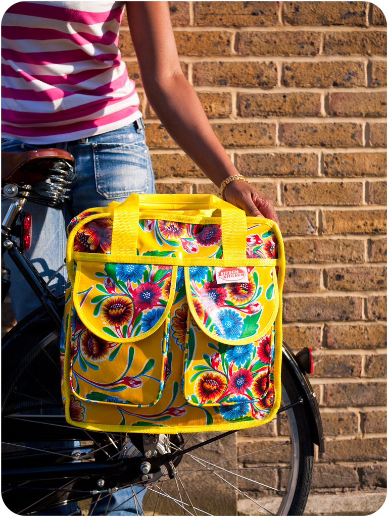 Product Review: Kitsch Kitchen Pannier from Cycle Chic…